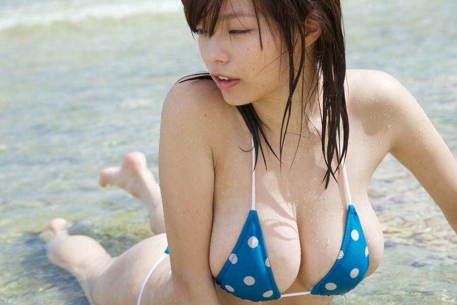鷹羽澪さんの水着
