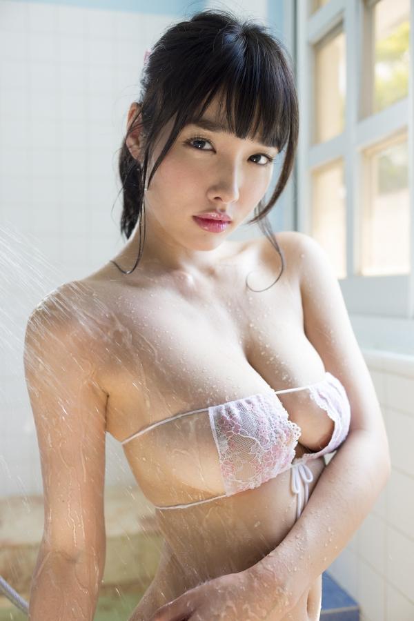 今野杏南さんのインナー姿